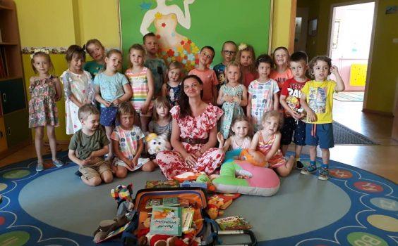 Spotkanie Bibliotekarki z bajkową walizką z dziećmi z Przedszkola Słoneczny Domek – 13.06.2019 r.
