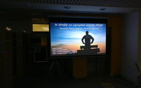 Spotkanie z Afryką – podróżnik Robert Gondek w bibliotece.