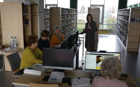 """""""Oswajanie komputera"""", czyli ciąg dalszy kursu komputerowego dla seniorów w bibliotece – 9.03.2020 r."""